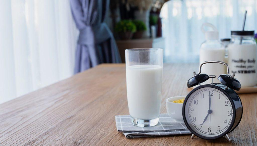 ดื่มนมยังไง