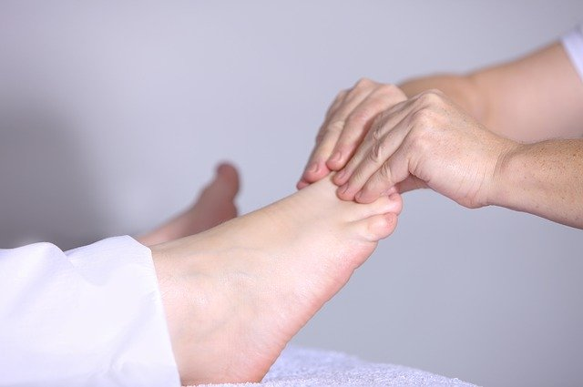 การดูแล เท้าและเล็บเท้า